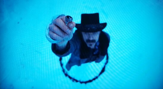 Doc in a circle with a ring.